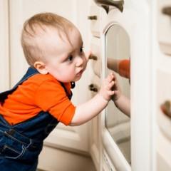 התינוק מתחיל ללכת? כך תוודאו שהבית בטיחותי עבורו